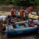 Lotři Hronov pomáhali hendikepovaným sjet si jejich první řeku 09