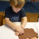 Pondělní schůzka Žabáků v keramické dílně